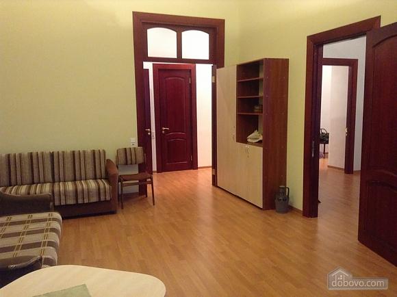 Простора квартира на Льва Толстого, 2-кімнатна (93371), 004