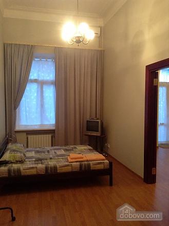 Простора квартира на Льва Толстого, 2-кімнатна (93371), 005