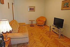 Квартира на Бессарабській площі, 2-кімнатна, 001