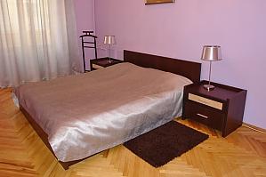Квартира на Бессарабській площі, 2-кімнатна, 002