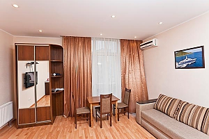 Spacious apartment on Lukianivka, Studio, 009