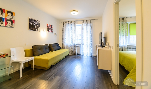 Cozy one-bedroom apartment with balcony, One Bedroom (13384), 002