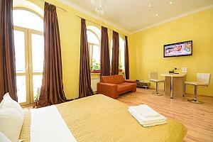 Просторі апартаменти-студіо з балконом і гідромасажною ванною, 1-кімнатна, 003