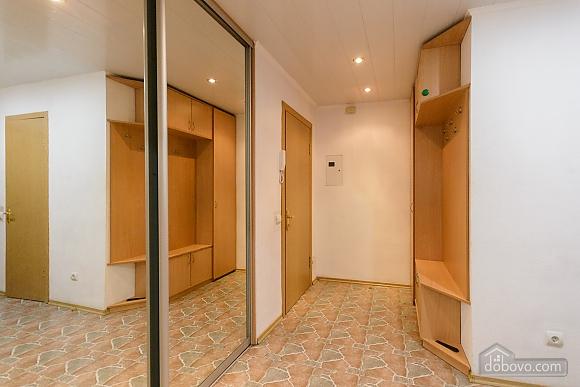 Near Bessarabian market, Un chambre (49657), 012