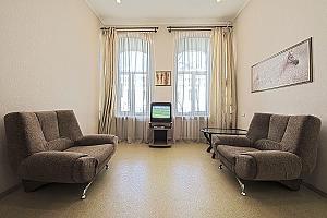 Удобная квартира возле Майдана Незалежности, 2х-комнатная, 001