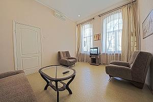 Удобная квартира возле Майдана Незалежности, 2х-комнатная, 002