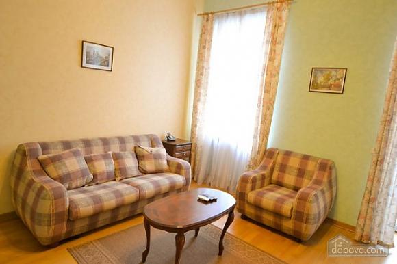 Прекрасна квартира в ідеальному розташуванні, 2-кімнатна (72635), 002