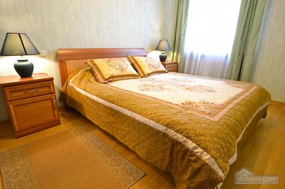 Прекрасна квартира в ідеальному розташуванні, 2-кімнатна (72635), 003