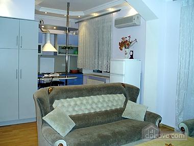 Квартира неподалік від моря, 2-кімнатна (95547), 001