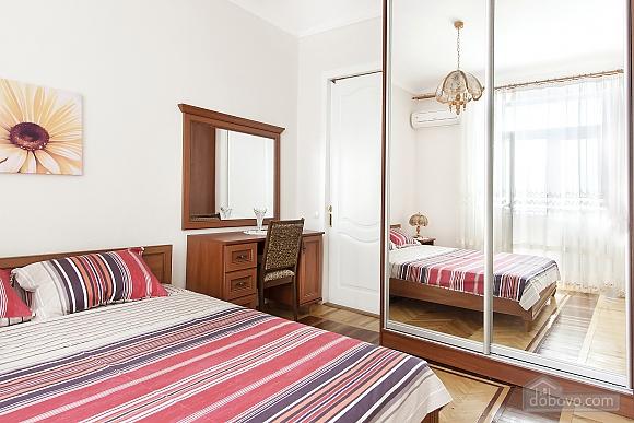 Near Patas Ukrayina, Un chambre (51899), 004