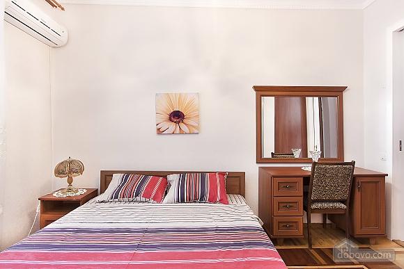 Near Patas Ukrayina, Un chambre (51899), 005