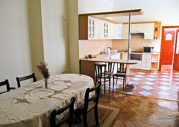 Квартира на Театральной, 3х-комнатная (54601), 002