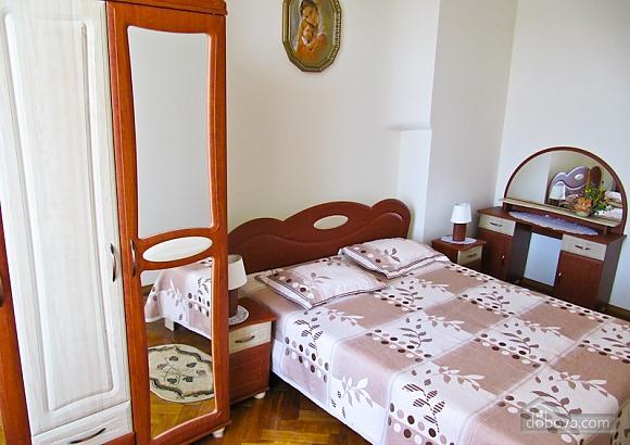 Квартира на Театральной, 3х-комнатная (54601), 005