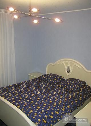 Апартаменты в центре, 3х-комнатная (78699), 001