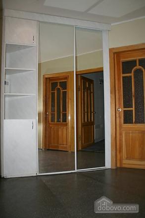 Апартаменты в центре, 3х-комнатная (78699), 005
