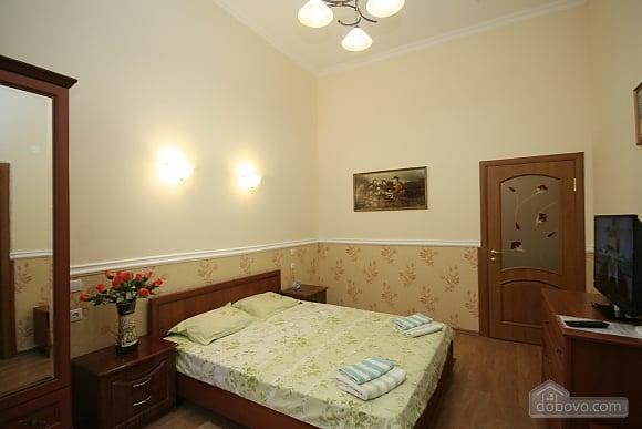 Нова квартира поряд із Соборною площею, 2-кімнатна (58556), 002