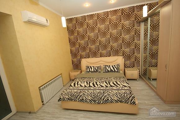 Стильный люкс с джакузи в центре, 3х-комнатная (13919), 002
