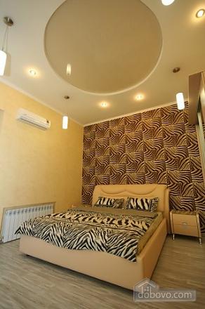Стильный люкс с джакузи в центре, 3х-комнатная (13919), 004