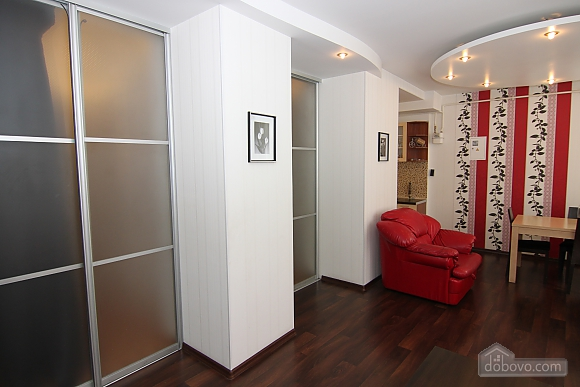 Квартира в самом центре, 3х-комнатная (81534), 003