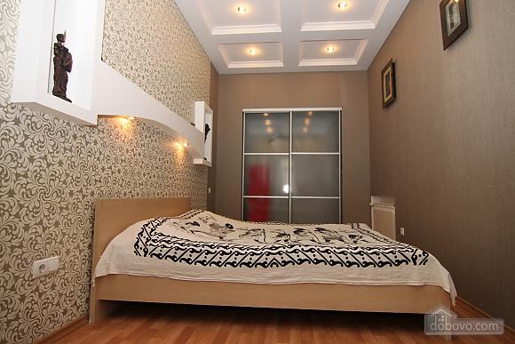 Квартира в самом центре, 3х-комнатная (81534), 007