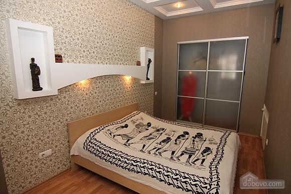 Квартира в самом центре, 3х-комнатная (81534), 008