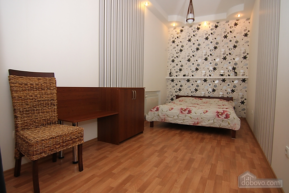 Квартира в самом центре, 3х-комнатная (81534), 010