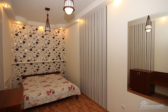 Квартира в самом центре, 3х-комнатная (81534), 011