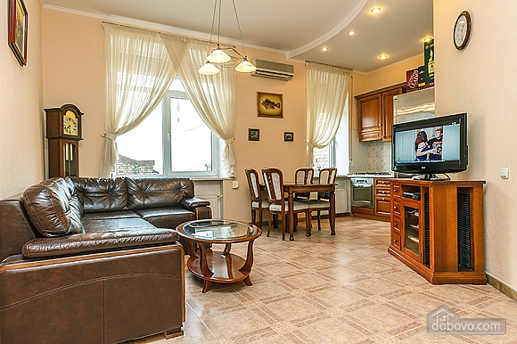 Квартира возле Бессарабского рынка, 3х-комнатная (37358), 001