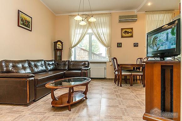 Квартира возле Бессарабского рынка, 3х-комнатная (37358), 002