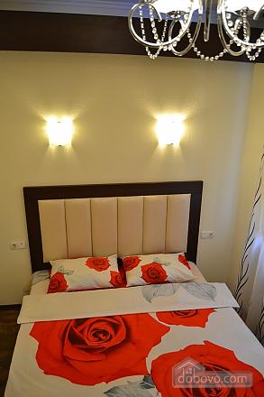 Сучасна квартира в тихому центрі, 2-кімнатна (16029), 001