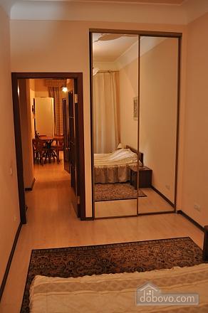 Затишна квартира в центрі міста, 2-кімнатна (61654), 002
