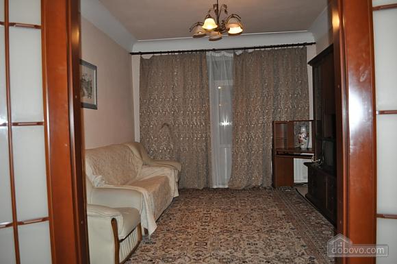 Затишна квартира в центрі міста, 2-кімнатна (61654), 003