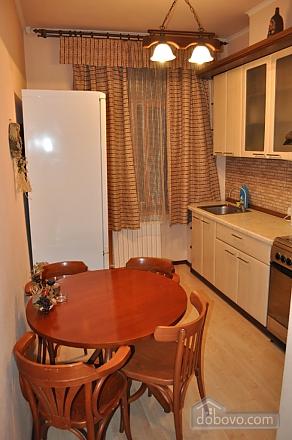 Затишна квартира в центрі міста, 2-кімнатна (61654), 005
