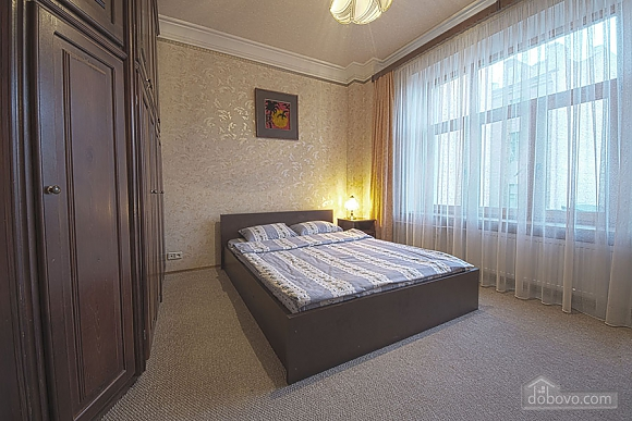 Apartment in the city center, Four Bedroom (39929), 002