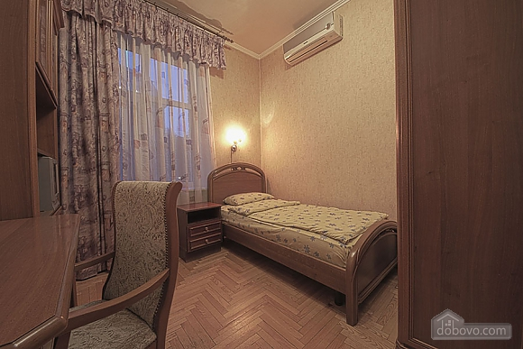 Apartment in the city center, Four Bedroom (39929), 009
