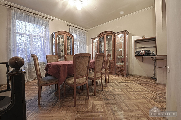 Apartment in the city center, Four Bedroom (39929), 010