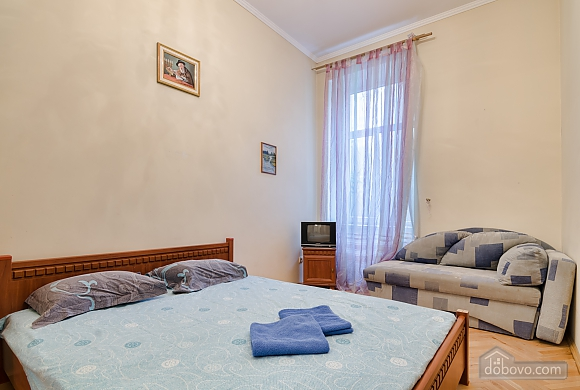 For 12 persons in the city center, Three Bedroom (87862), 011