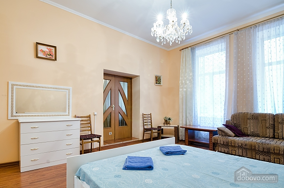 For 12 persons in the city center, Three Bedroom (87862), 013
