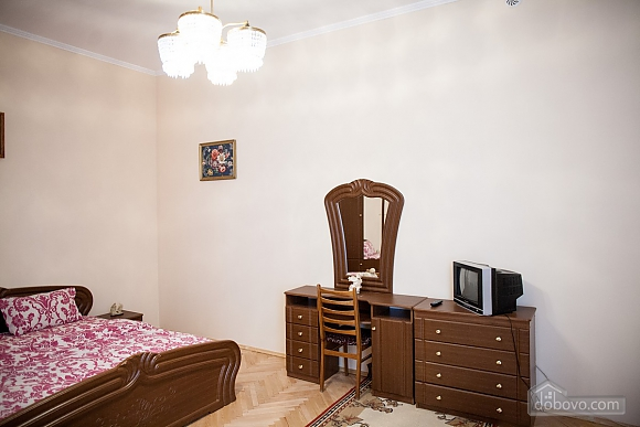 For 12 persons in the city center, Three Bedroom (87862), 003