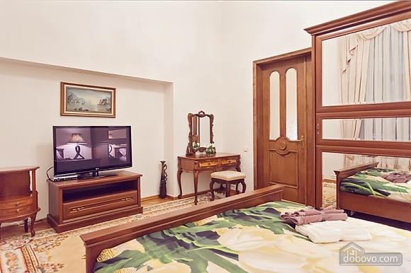 Комфортная 3х комнатная квартира LUX на Майдане, 3х-комнатная (20379), 011