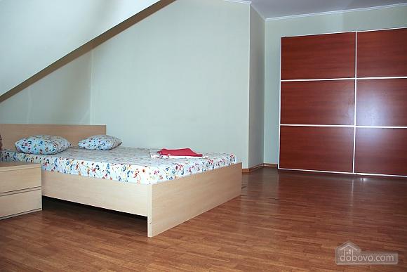 Затишна квартира, 4-кімнатна (20709), 010
