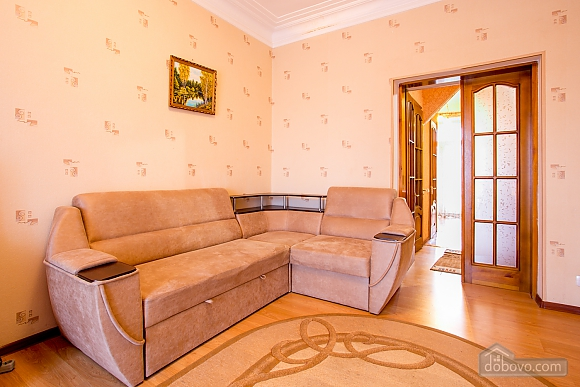 Spacious apartment 37285 one bedroom apartment in nikolaev for Spacious one bedroom apartment