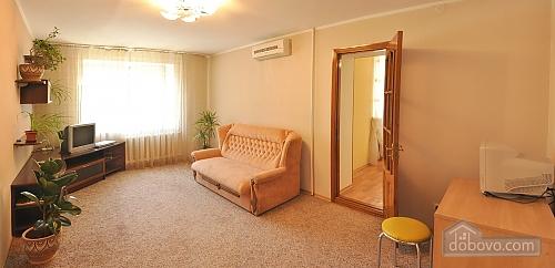 Квартира за квартал від центральної вулиці, 2-кімнатна (37746), 001