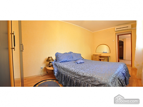 Квартира за квартал від центральної вулиці, 2-кімнатна (37746), 002