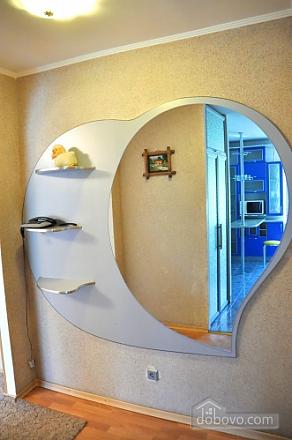 Квартира за квартал від центральної вулиці, 2-кімнатна (37746), 004