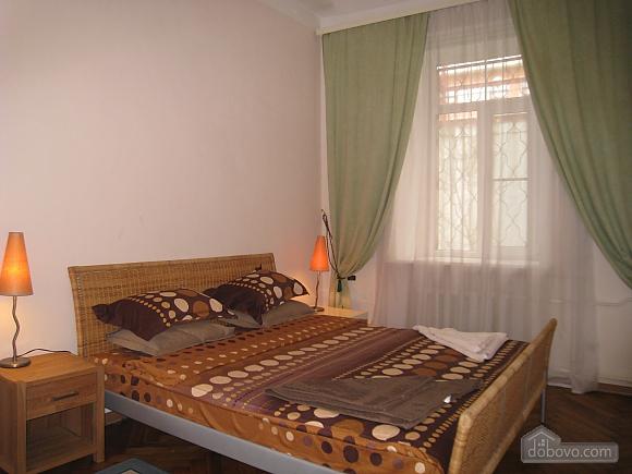 Квартира в центре Киева, 3х-комнатная (44609), 004