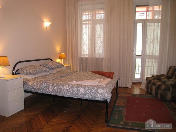 Квартира в центре Киева, 3х-комнатная (44609), 005