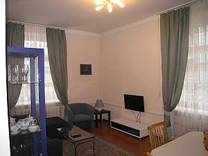 Contemporary apartment in Kyiv center, Un chambre, 003