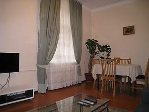 Contemporary apartment in Kyiv center, Un chambre, 004