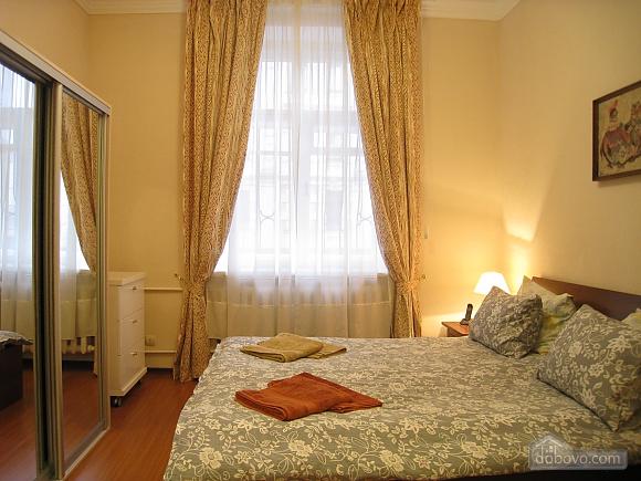 Современная квартира в центре Киева, 2х-комнатная (67192), 006